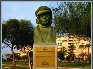 Karşıyaka-sahilinde-Attila-İlhan-büstü
