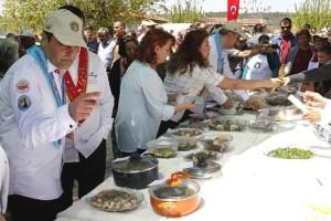 buca-yetisen-ot-ve-bitki-yemeklerini-tanitmak-yoresel-ot-yemekleri