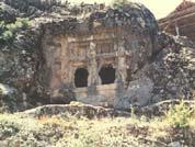 elmalı.armutlu-kaya-mezarı.1